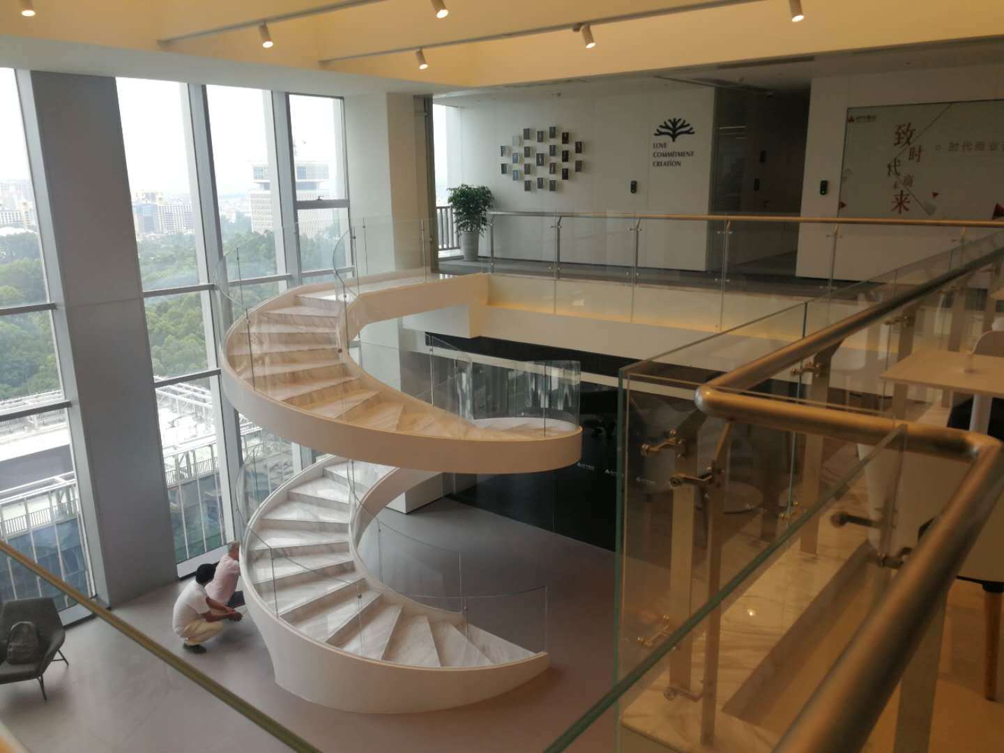 YUDI Stairs curved staircase supply for villa